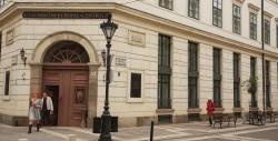 CEU Central European University Budapest Entrance<small>&copy Wikimedia Commons / Gphgrd01 (The stock of CEU) [CC BY-SA 3.0]</small>