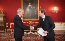 New US Ambassador to Austria Trevor Traina presenting Letter of Credence to Austrian Federal President Alexander Van der Bellen at the Imperial Palace in Vienna<small>&copy www.bundespraesident.at / Carina Karlovits / HBF</small>