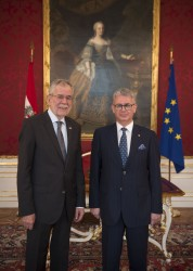 New Ambassador of the Republic of Ecuador to Austria, H.E. Mr. Carlos Alberto Játiva Naranjo, presenting Letter of Credence to Austrian Federal President Alexander Van der Bellen at the Imperial Palace in Vienna<small>&copy www.bundespraesident.at / Carina Karlovits / HBF</small>