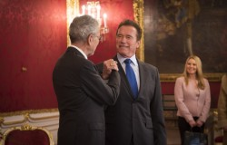 Conversation with Schwarzenegger in the Presidential Chancellery<small>&copy www.bundespraesident.at / Carina Karlovits / HBF</small>