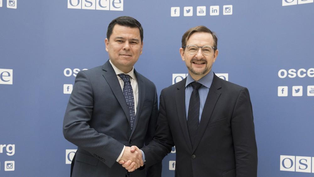 Sherzod Asadov, Permanent Rep. of Uzbekistan to the OSCE (l.)<small>© OSCE / Malika Kanatbek (kyzy, ID 404816)</small>
