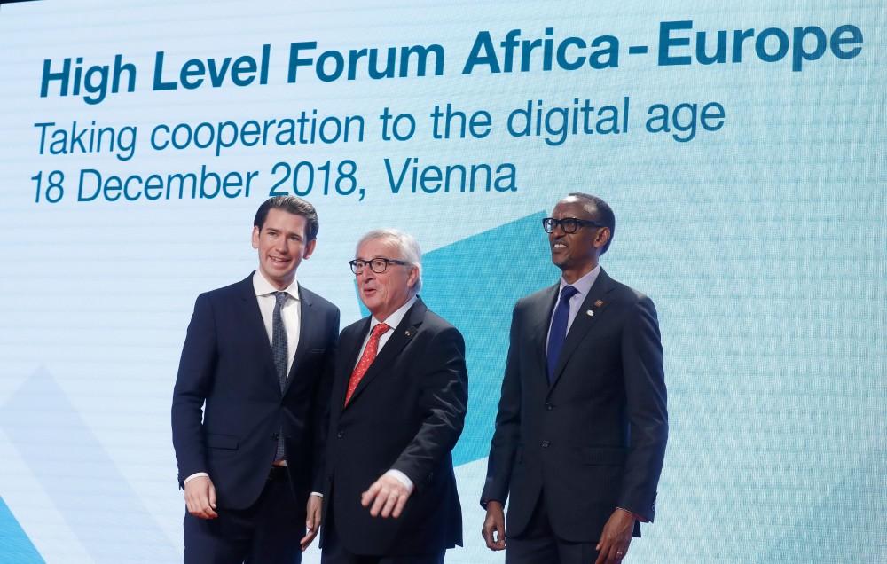 Kurz, Juncker and Rwanda's President Paul Kagame (r.)<small>© Bundeskanzleramt (BKA) / Dragan Tatic</small>
