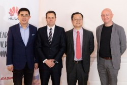 (From left to right:) Wang Fei, Simon Lacey, Pan Yao, Joe Kelly<small>&copy Huawei / APA-Fotoservice / Martin Lusser</small>