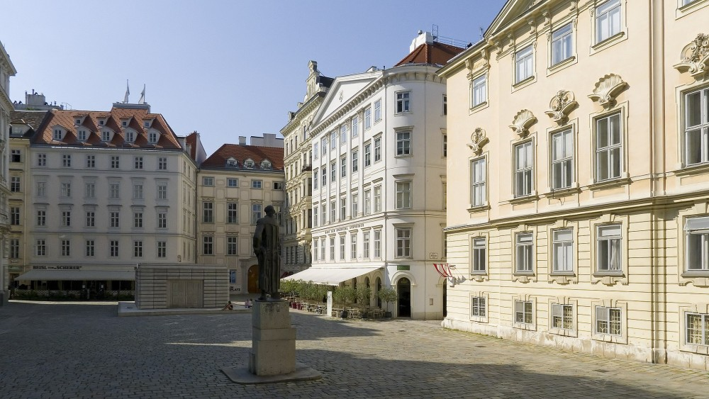Judenplatz mit Mahnmal für die Opfer der Shoa<small>© Wikimedia Commons / Gugerell [CC0 - Public Domain]</small>