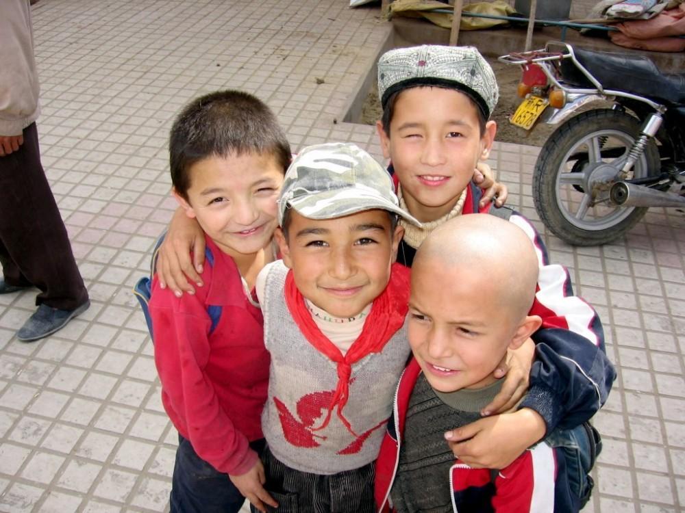 Uyghur Boys, Xinjiang, China<small>© Wikimedia Commons / Colegota [CC BY-SA 2.5 es]</small>