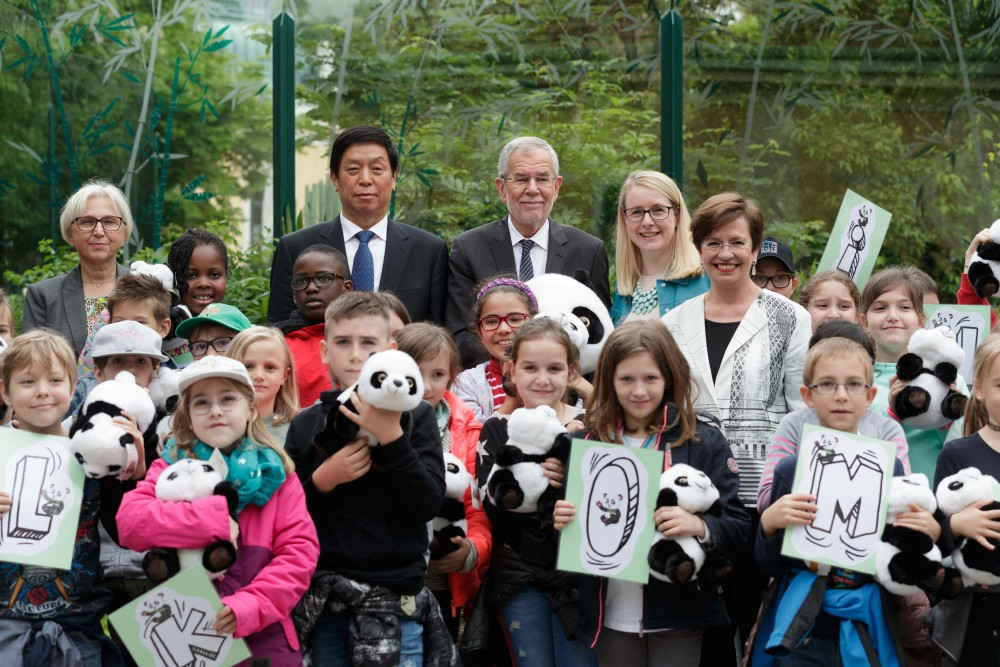 Handover of the Panda male to the Schönbrunn Zoo<small>© Österreichische Präsidentschaftskanzlei / Peter Lechner/HBF</small>