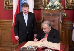 Guterres also signed the Golden Book of the City of Vienna<small>© Magistrat der Stadt Wien / C.Jobst/PID</small>