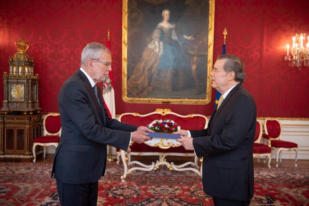 Ambassador of the Republic of Ecuador, Roberto Betancourt Ruales<small>© www.bundespraesident.at / Karlovits, Bauer und Heinschink / HBF</small>