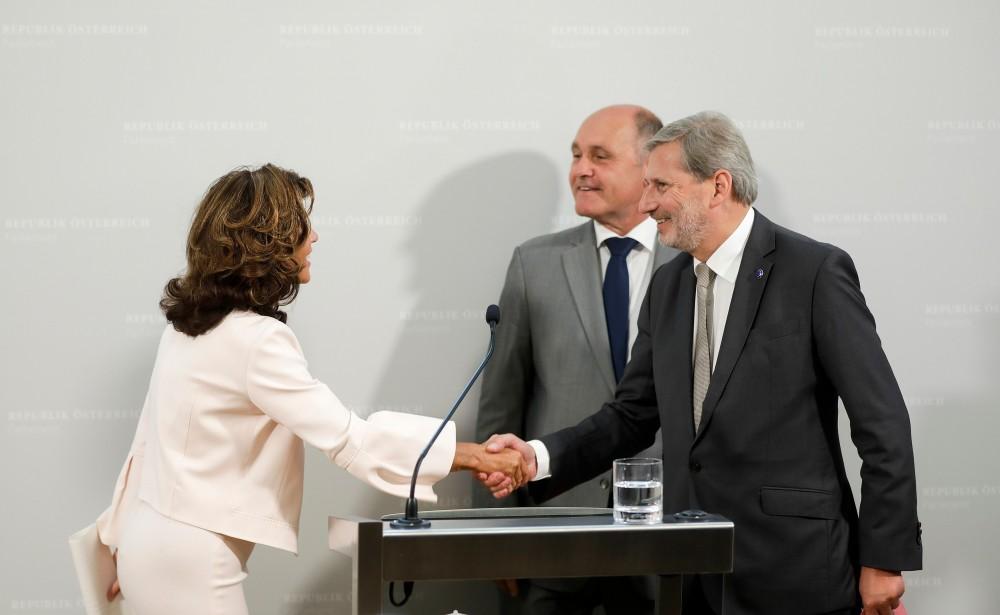 Brigitte Bierlein, Wolfgang Sobotka and Johannes Hahn<small>© Bundeskanzleramt (BKA) / Andy Wenzel</small>