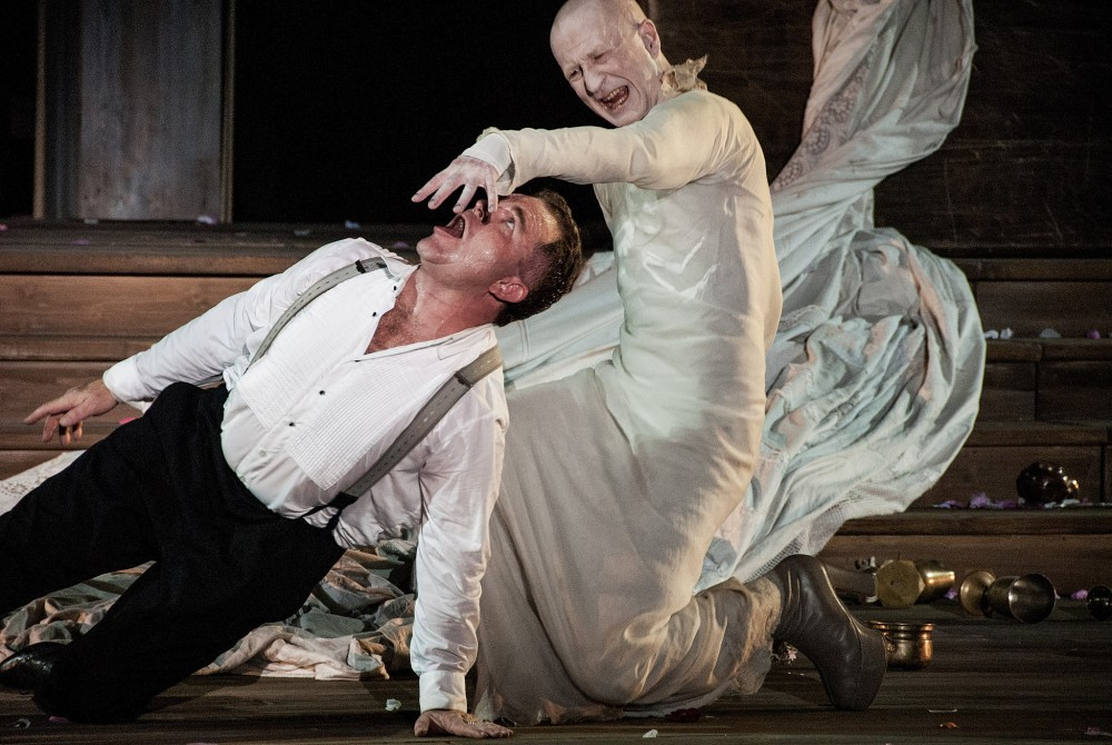 Jedermann und der Tod, Salzburger Festspiele 2014<small>© Wikimedia Commons / Christian Michelides [CC BY-SA 4.0]</small>