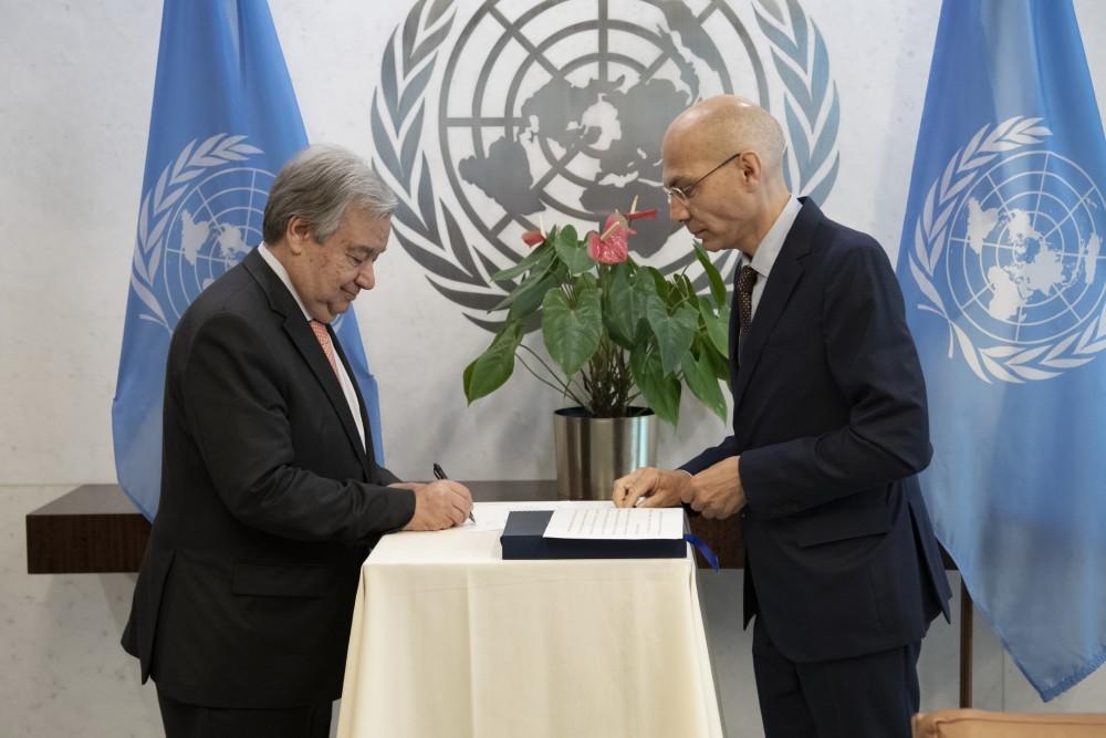 Guterres swears in Volker Türk<small>© UN Photo / Evan Schneider</small>