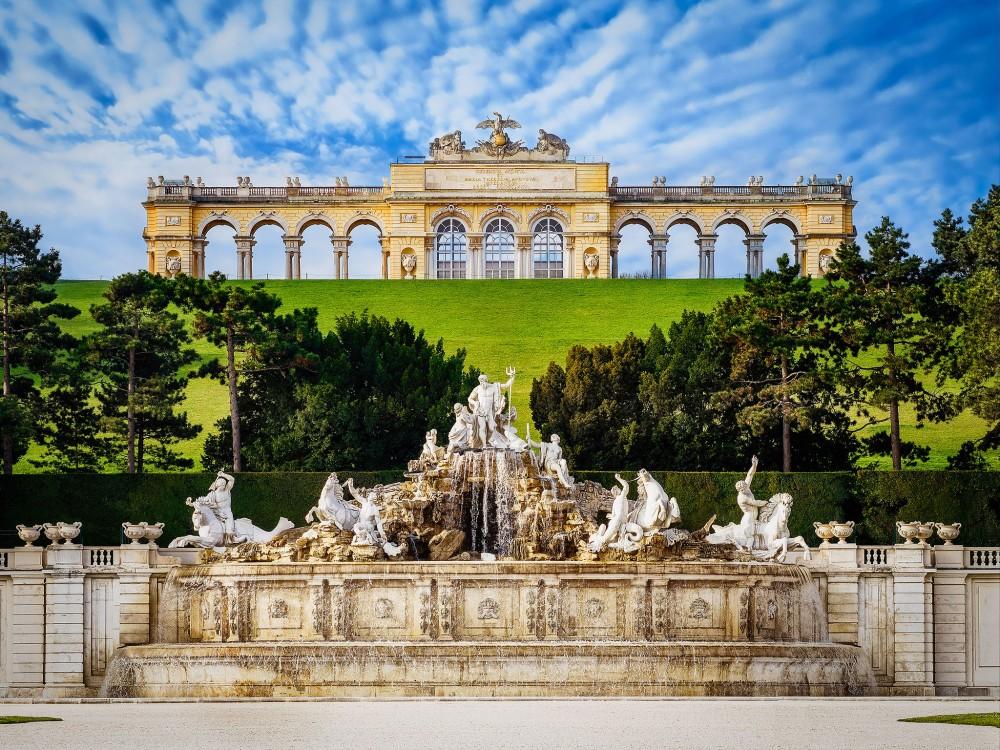 Schönbrunn Palace, Neptune Fountain, Gloriette<small>© Wikimedia Commons / Simon Matzinger [CC BY-SA 3.0]</small>