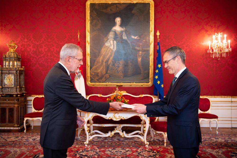 Ambassador of the Netherlands, H.E. Mr. Albert Hendrik Gierveld<small>© bundespraesident.at / Carina Karlovits and Peter Lechner / HBF</small>