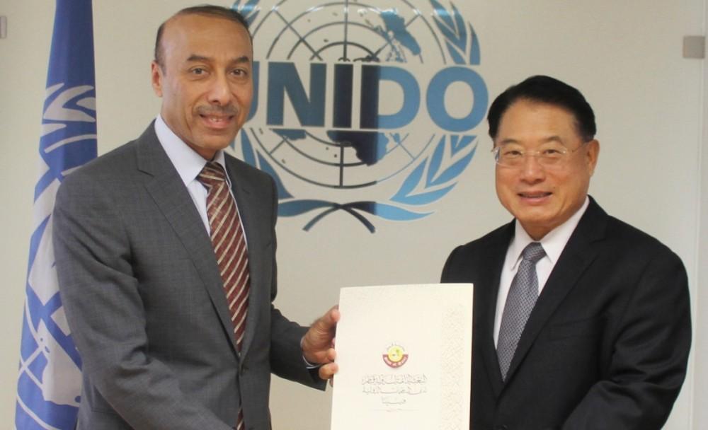 Sultan Salmeen Al-Mansouri presented his credentials to Li Yong.<small>© UNIDO United Nations Industrial Development Organization</small>