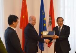 Yang Xiaodu with Vice Chancellor Clemens Jabloner<small>© BMVRDJ - BM für Verfassung, Reformen, Deregulierung und Justiz</small>