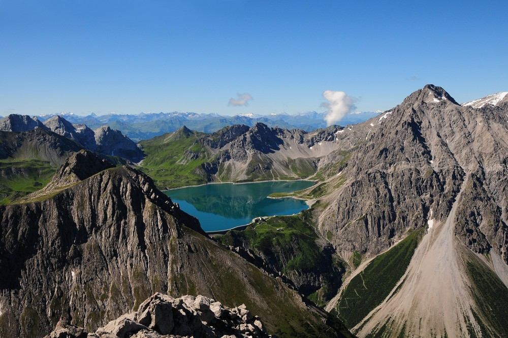 The Lüner Lake, seen from Mt. Saulakopf (2,517 m) in Austria.<small>© Wikimedia Commons / böhringer friedrich [CC BY-SA 2.5]</small>