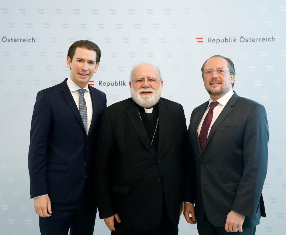 H.E. Archbishop Dr. Pedro López Quintana (Centre)<small>© Bundeskanzleramt (BKA) / Dragan Tatic</small>