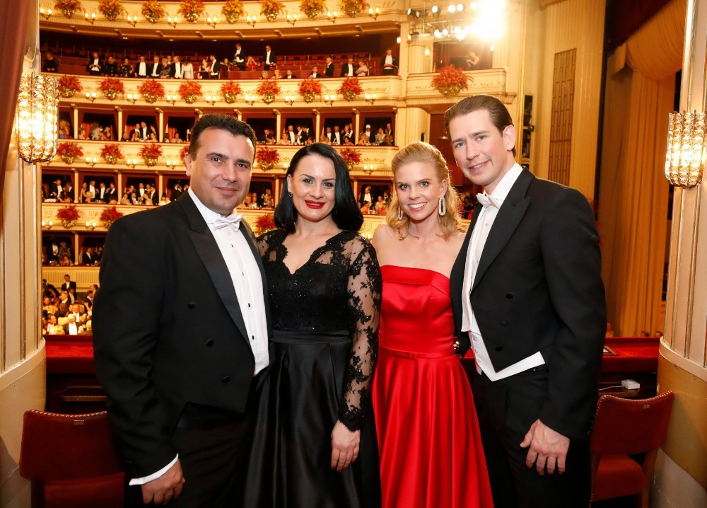 Sebastian Kurz with his partner Susanne Thier and guests in 2019<small>© Bundeskanzleramt (BKA) / Dragan Tatic</small>