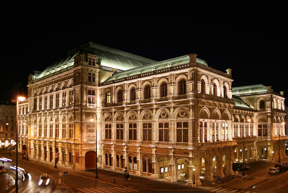 Vienna State Opera, Wiener Staatsoper at Night<small>© Wikimedia Commons / infraredhorsebite [CC BY 2.0]</small>