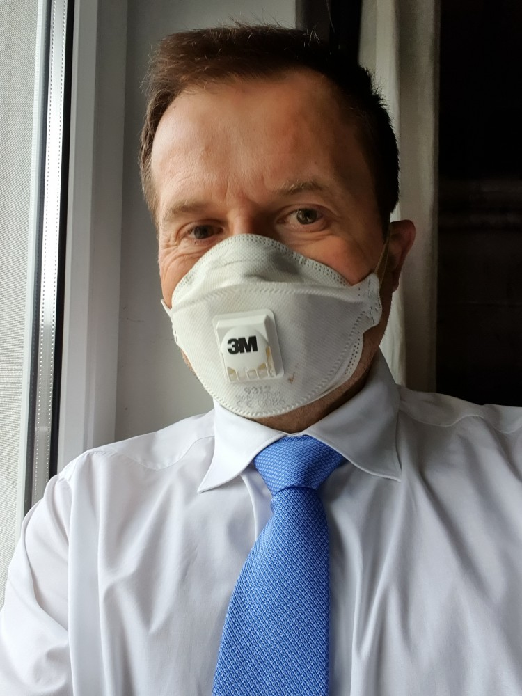 Coronavirus patient with Breathing Air Mask<small>© Vindobona.org</small>