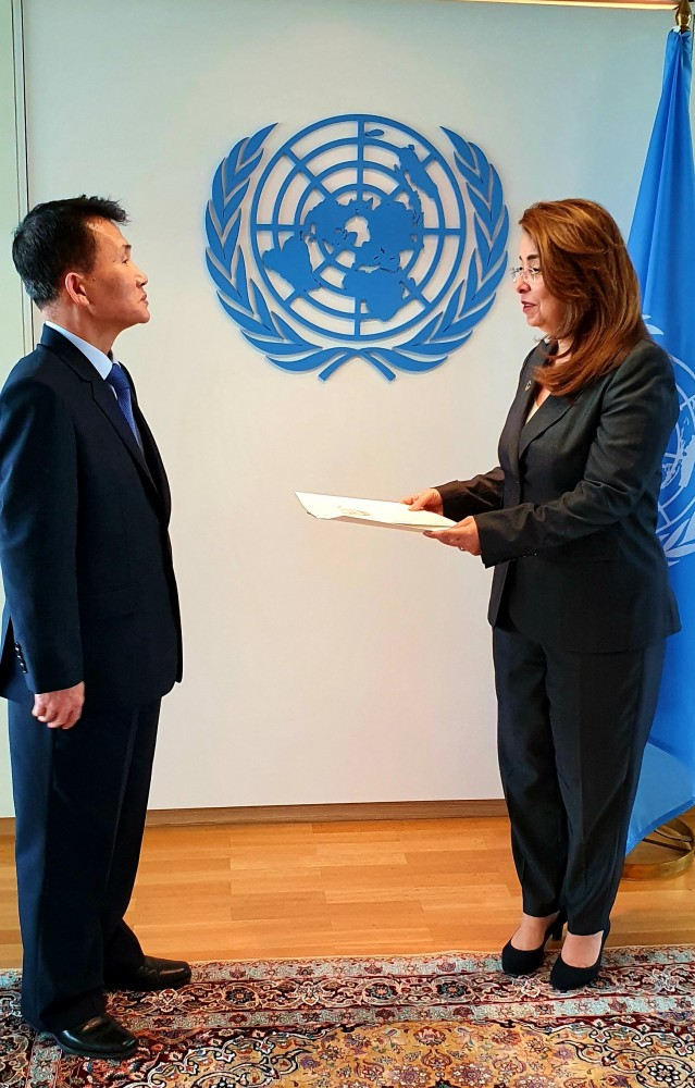 Choe Kang Il and Ghada Fathi Waly<small>© UNOV United Nations Office at Vienna</small>
