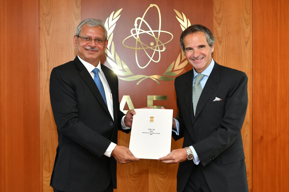 New Representative of India to the IAEA and Mr. Grossi<small>© IAEA International Atomic Energy Agency / Dean Calma (CC BY 2.0)</small>