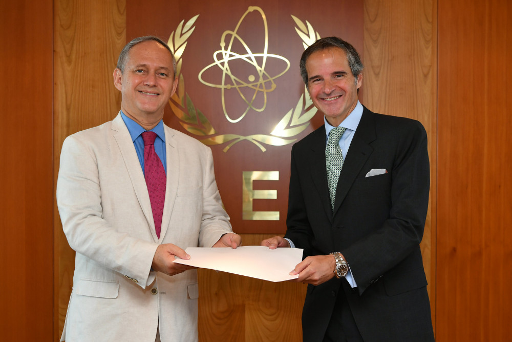 New Representative of Mexico to the IAEA and Mr. Grossi<small>© IAEA International Atomic Energy Agency / Dean Calma (CC BY 2.0)</small>