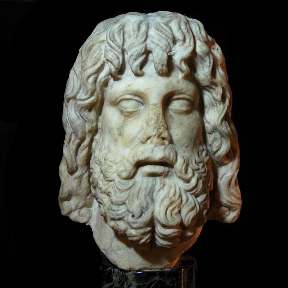 Monumentaler Marmorkopf des Zeus Serapis, 2. Jh n. Chr.<small>© Christoph Bacher Archäologie Ancient Art</small>