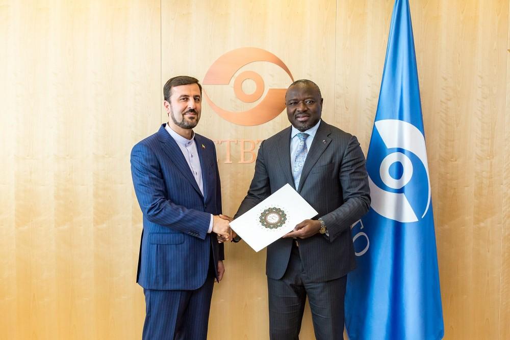 Ambassador Gharibabadi (left) and Lassina Zerbo.<small>© UNODC / CTBTO PrepCom</small>