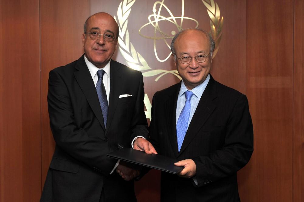Mohamed Samir Koubaa (left) and IAEA Director General Amano.<small>© IAEA International Atomic Energy Agency / Dean Calma (CC BY 2.0)</small>