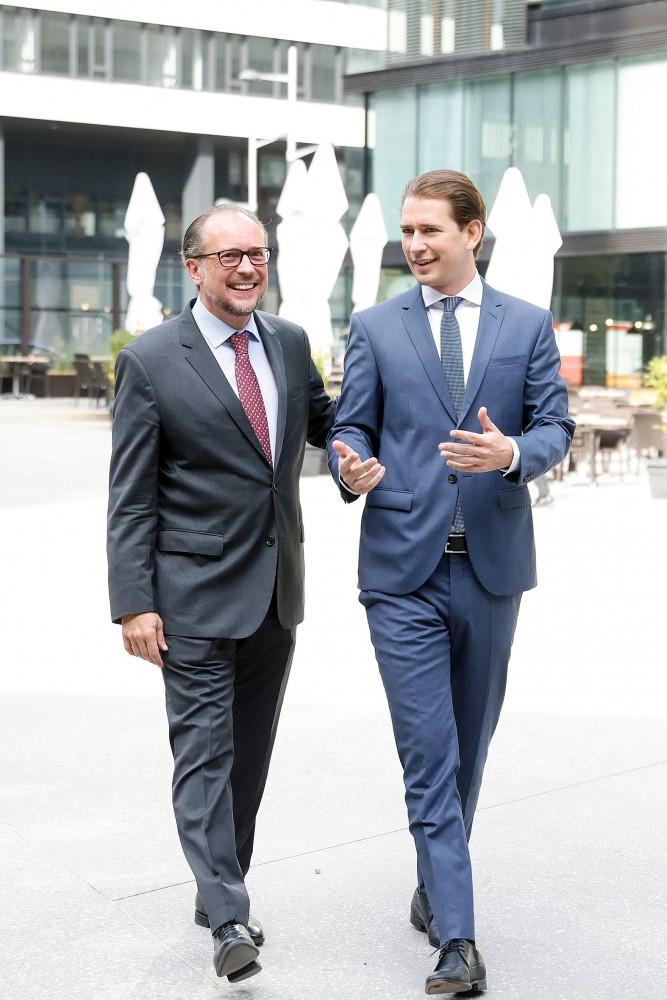 Chancellor Kurz (right) and Foreign Minister Schallenberg (left)<small>© Bundeskanzleramt (BKA) / Dragan Tatic</small>