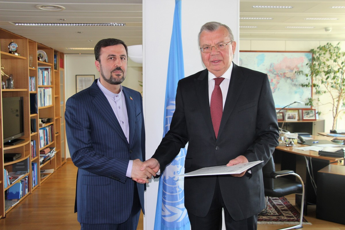 H.E. Kazem Gharibabadi (left), Ambassador and Permanent Representative of the Islamic Republic of Iran to the United Nations and other International Organizations in Vienna with Yury Fedotov.<small>© UNOV United Nations Office at Vienna</small>