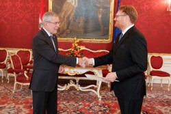 New Ambassador of the Kingdom of Denmark to Austria, H.E. Mr. René Dinesen, presenting Letter of Credence to Austrian Federal President Alexander Van der Bellen at the Imperial Palace in Vienna<small>© www.bundespraesident.at / Peter Lechner / HBF</small>