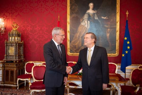 Ambassador of the Republic of Ecuador to Austria, H.E. Mr. Roberto Betancourt Ruales.<small>© www.bundespraesident.at / Karlovits, Bauer und Heinschink / HBF</small>