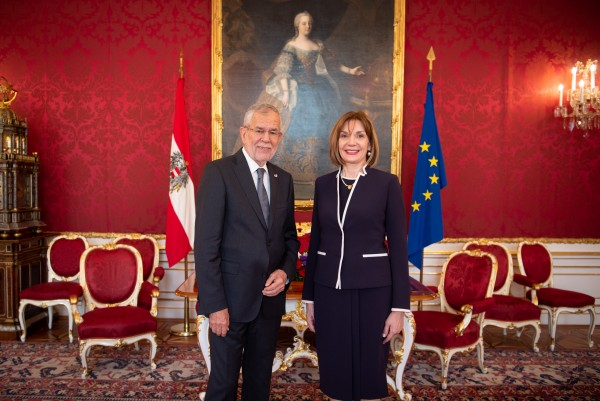 Ambassador of Greece to Austria, H.E. Ms. Catherine Koika.<small>© www.bundespraesident.at / Karlovits, Bauer und Heinschink / HBF</small>