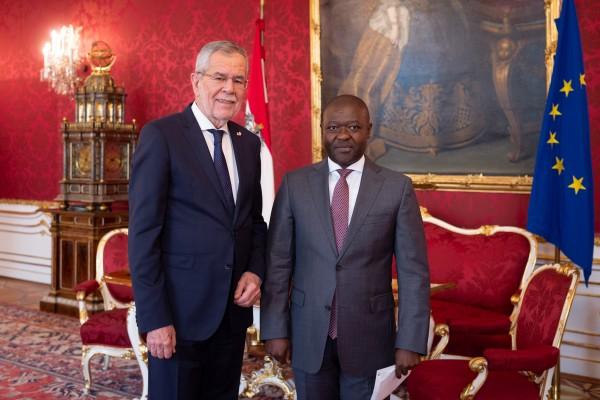 Ambassador of the Kingdom of Lesotho to Austria: H.E. Mr. Retselisitsoe Calvin Masenyetse<small>© www.bundespraesident.at / Carina Karlovits and Daniel Trippolt/HBF</small>