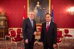Ambassador of the Lao People's Democratic Republic to Austria: H.E. Mr. Sithong Chitnhothinh<small>&copy www.bundespraesident.at / Carina Karlovits and Daniel Trippolt/HBF</small>
