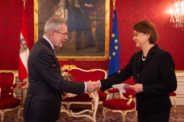 Ambassador of the Republic of Finland to Austria: H.E. Ms. Pirkko Mirjami Hämäläinen<small>© www.bundespraesident.at / Carina Karlovits and Daniel Trippolt/HBF</small>