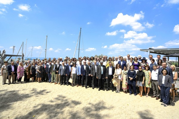 The participants of this year's diplomatic excursion (Diplomatenausflug) of the Foreign Ministry.<small>© BMEIA Bundesministerium für Europa, Integration und Äußeres / Mahmoud / Flickr Attribution 2.0 Generic (CC BY 2.0)</small>