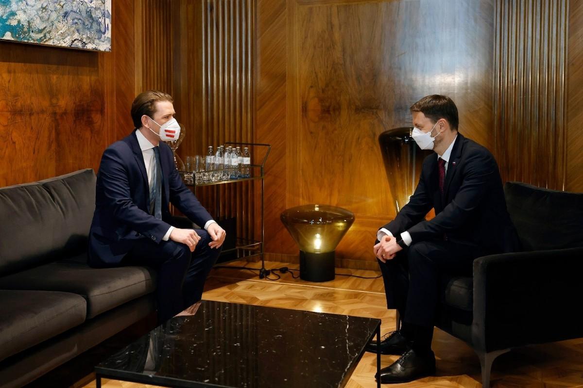 Slovakia's new Prime Minister Eduard Heger (right) met Austria's Chancellor Sebastian Kurz (right) in Vienna.<small>© Bundeskanzleramt (BKA) / Dragan Tatic</small>