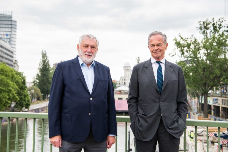 Current President of the European Forum Alpbach, Franz Fischler (left), and future President of the European Forum Alpbach, Andreas Treichl (right).<small>© Europäisches Forum Alpbach/LUIZA PUIU</small>