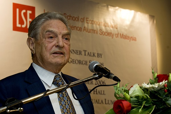 Soros in 2006 in Malaysia<small>© Wikimedia Commons / Photo by Jeff Ooi, posted to LensaMalaysia.com [CC BY-SA 2.5]</small>