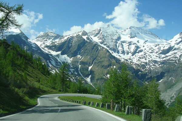 Soon Austria will have 12 World Heritage Sites, including the Grossglockner High Alpine Road (Grossglockner Hochalpenstrasse)<small>© Wikimedia Commons / Sander Hoogendoorn from Gouda, Holland [CC BY 2.0 (https://creativecommons.org/licenses/by/2.0)]</small>
