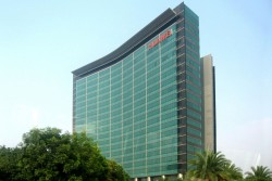 Headquarters of Huawei in Shenzhen, China. Huawei is under massive pressure not only in the USA because of allegations of espionage.<small>&copy Wikimedia Commons / Brücke-Osteuropa [Public Domain]</small>