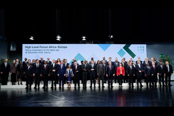 Family photo of the Africa-Europe Forum<small>© Bundeskanzleramt (BKA) / Andy Wenzel</small>