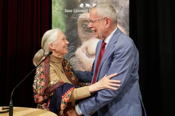Alexander Van der Bellen praised the chimpanzee researcher Jane Goodall as &quot;a great scientist and a great human being&quot;.<small>© Österreichische Präsidentschaftskanzlei / Peter Lechner/HBF</small>