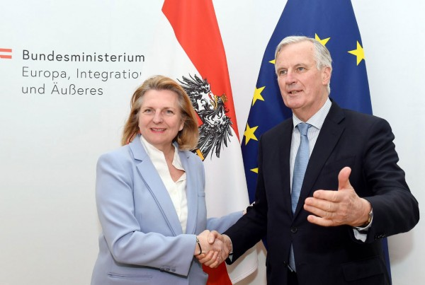 Kneissl thanked Barnier for his restless efforts.<small>© BMEIA Bundesministerium für Europa, Integration und Äußeres / Flickr Attribution 2.0 Generic (CC BY 2.0)</small>