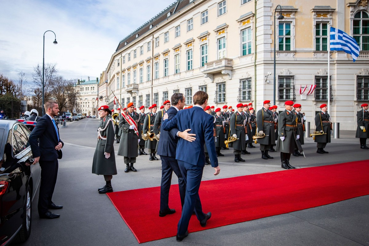 """Prime Minister Mitsotakis with Federal Chancellor Kurz: """"The European Union stands united by Greece's side!""""<small>© Bundeskanzleramt (BKA) / Arno Melicharek (cropped)</small>"""
