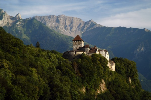 Vaduz Castle, built during the Middle Ages.<small>© Wikipedia / Mschlindwein</small>