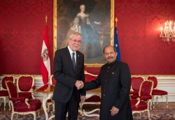 New Ambassador of the Islamic Republic of Pakistan to Austria, H.E. Mr. Mansoor Ahmad Khan, presenting Letter of Credence to Austrian Federal President Alexander Van der Bellen at the Imperial Palace in Vienna<small>© www.bundespraesident.at / Carina Karlovits / HBF</small>